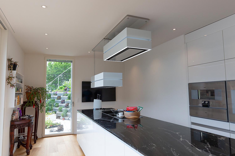 Einzeln steuerbare und Beleuchtung für die Küche.