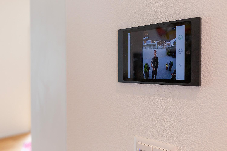 Zutrittssystem via Videoüberwachung und Fingerprinttüren